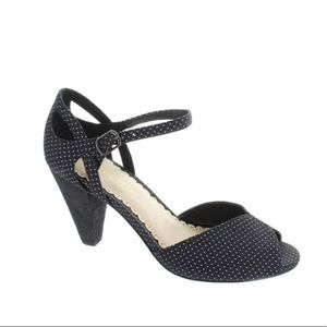 Restricted heels size 6